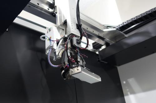 図3:カメラと照明を搭載したロボットアーム