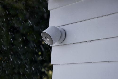 屋外対応モデルはIP54の防水防じん性能を備える