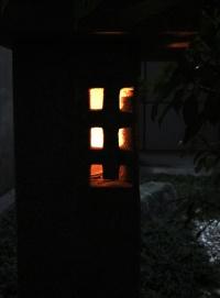 灯籠にろうそくの火がともっているように見える(資料:エーシック)
