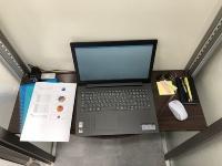 ノートパソコンを置いてデスクワークができるテーブルを備える(資料:セイキ総業)