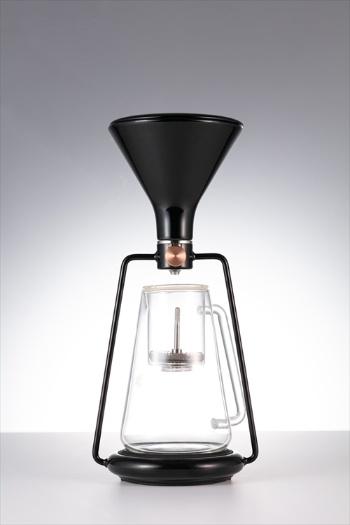 Bluetooth内蔵でスマートフォンと連携し、コーヒーの抽出レシピ(作り方)を記録できるスマートコーヒーメーカー「GINA(ジーナ)」。デザインも魅力だ