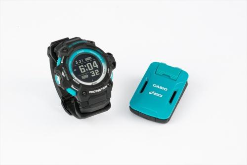 カシオ計算機のモーションセンサー「CMT-S20R-AS」(右)とG-SHOCKシリーズの腕時計「GSR-H1000AS-1JR」(左)。モーションセンサーと腕時計をセットにした「GSR-H1000AS-SET」もある