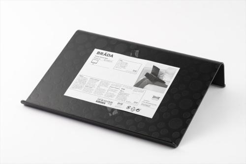 「ブレーダ」は樹脂製のパソコンスタンドだ。価格は599円(税込み)