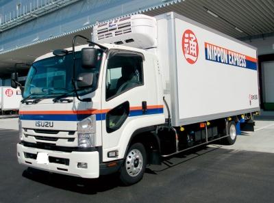 2020年10月までに東日本などの各医薬品センターに配備した医薬品専用車両。独自開発した空調システムなどを備える(写真提供:日本通運)