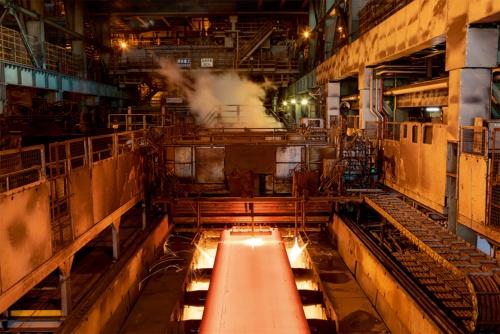 西日本製鉄所(広島県福山市)の製鋼工程(写真提供:JFEスチール)
