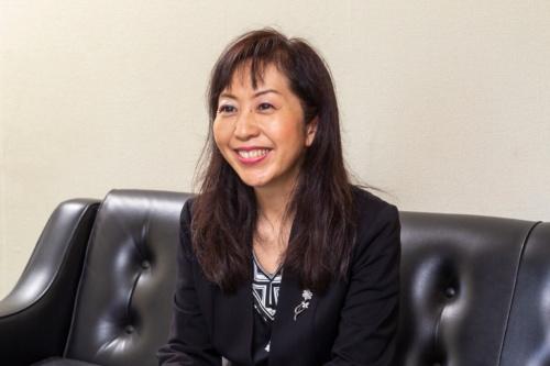 ダイヤ精機株式会社<br>代表取締役社長<br>諏訪 貴子氏