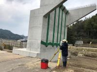橋台、橋脚を3D計測している様子(画像提供:ライカジオシステムズ)