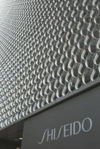 小松アルミをファサードに採用した資生堂銀座ビル(画像提供:小松物産)