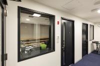 防音FIX窓との組み合わせ施工例(画像提供:東洋シヤッター)