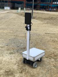 遠隔から運搬見回りができる自走式ロボット(画像提供:スマートロボティクス)