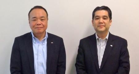 写真1●富士通 IT戦略本部 本部長の纐纈孝彦氏(左)、総合商品戦略本部 本部長代理の杜若尚志氏