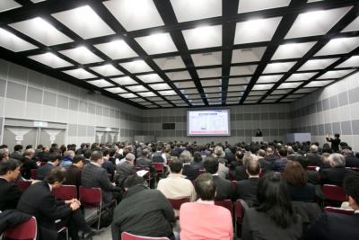 写真1●セミナー会場となった梅田クリスタルホール