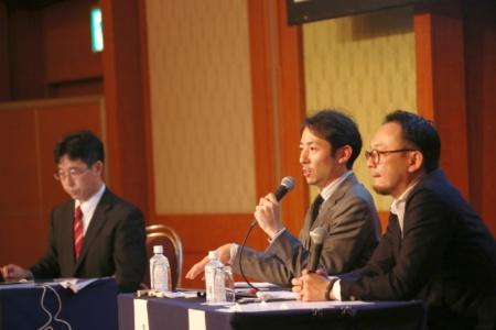 パネルディスカッション2に登壇した尾花氏(中央)と清水氏(右)