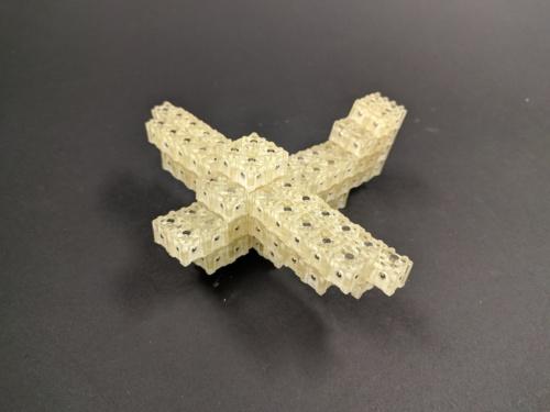 3次元物体造形装置「Dynablock」で造形した飛行機(出所:東京大学、JST)